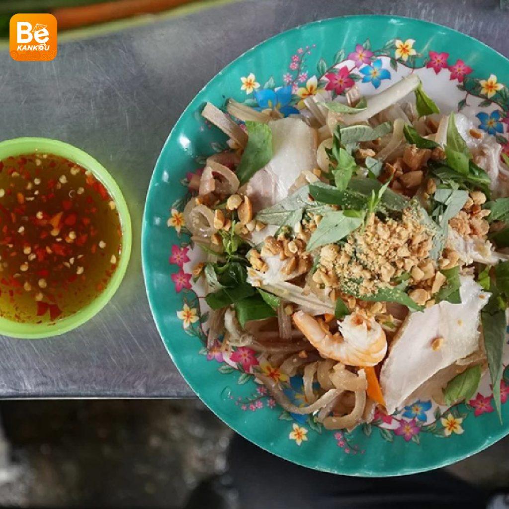 サイゴン市場での14年に販売している蓮の茎のサラダ屋台3