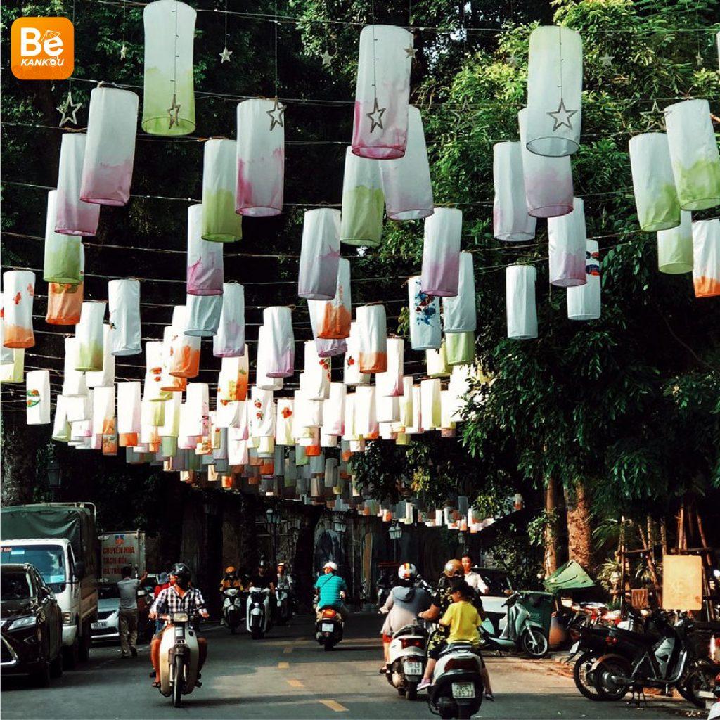 フンフン壁画の通り(Phung Hung Street)は、中秋節のランタンで眩しい1
