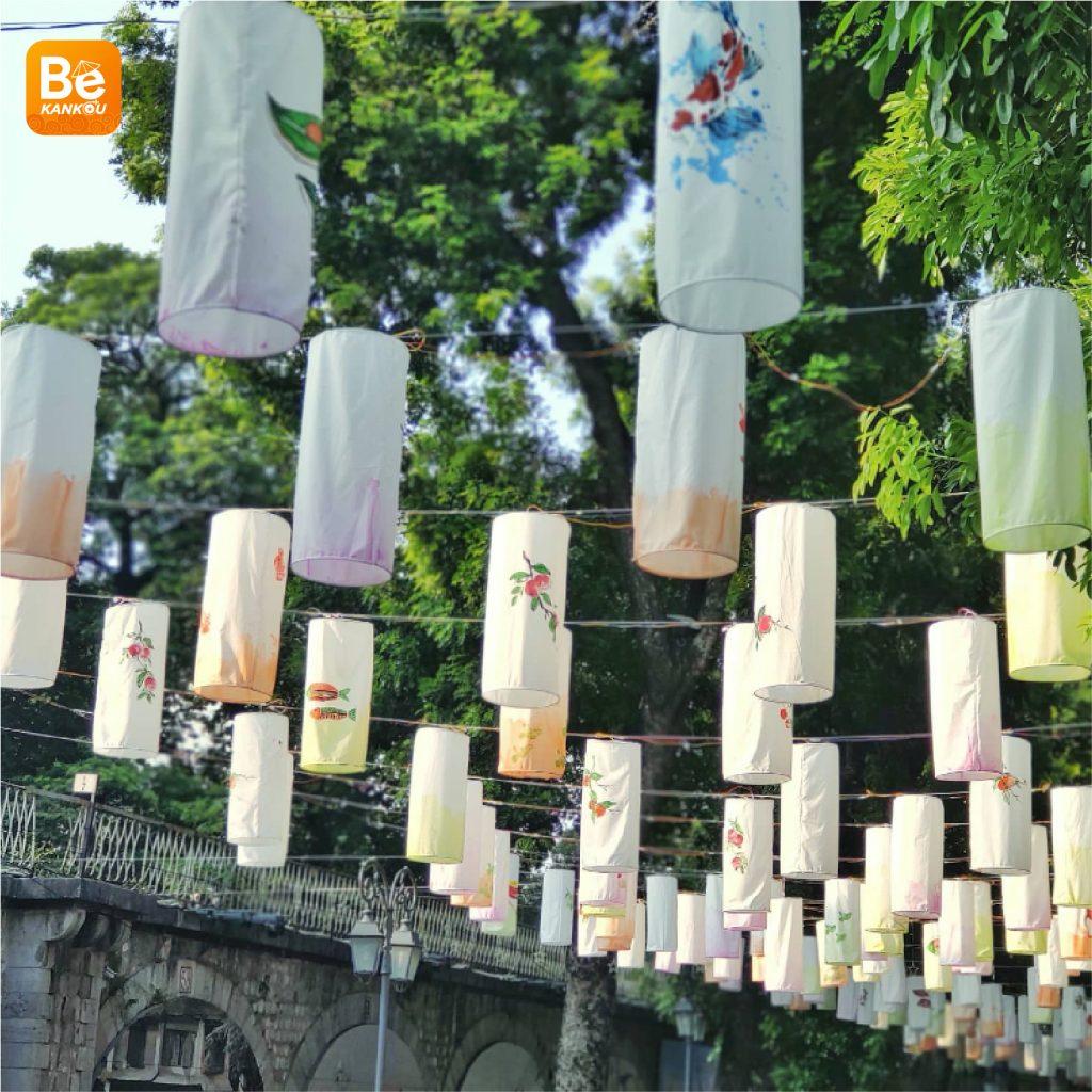 フンフン壁画の通り(Phung Hung Street)は、中秋節のランタンで眩しい2