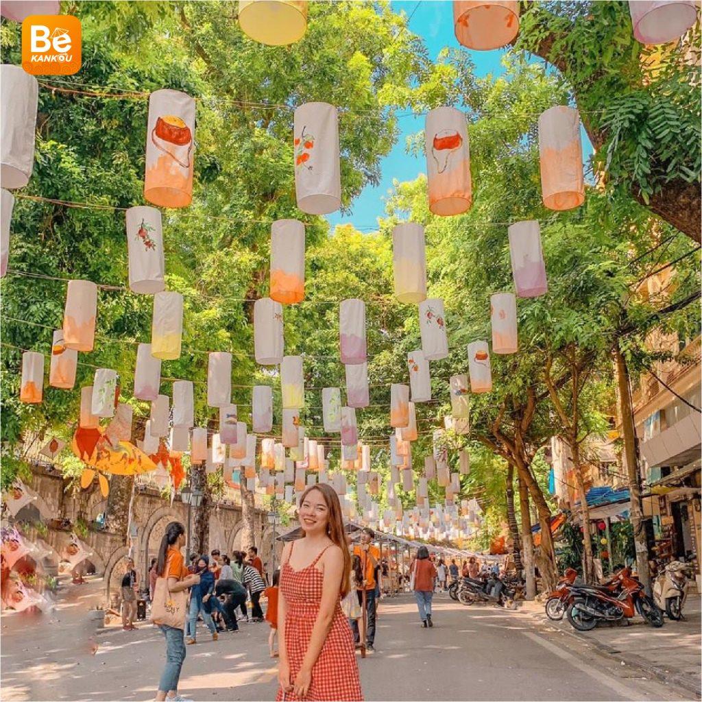 フンフン壁画の通り(Phung Hung Street)は、中秋節のランタンで眩しい5