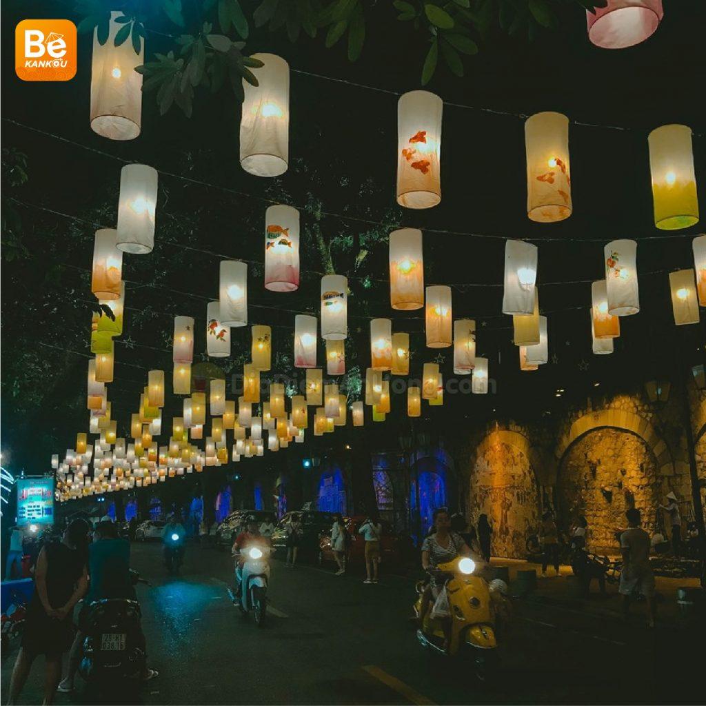 フンフン壁画の通り(Phung Hung Street)は、中秋節のランタンで眩しい6