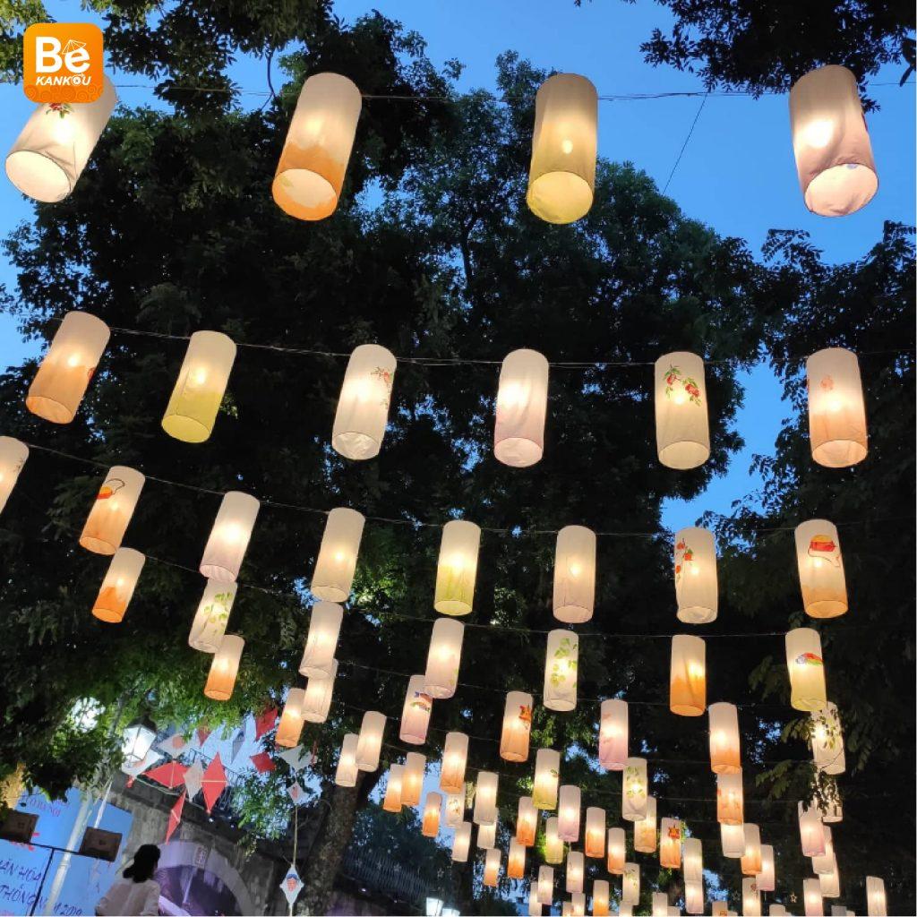 フンフン壁画の通り(Phung Hung Street)は、中秋節のランタンで眩しい00