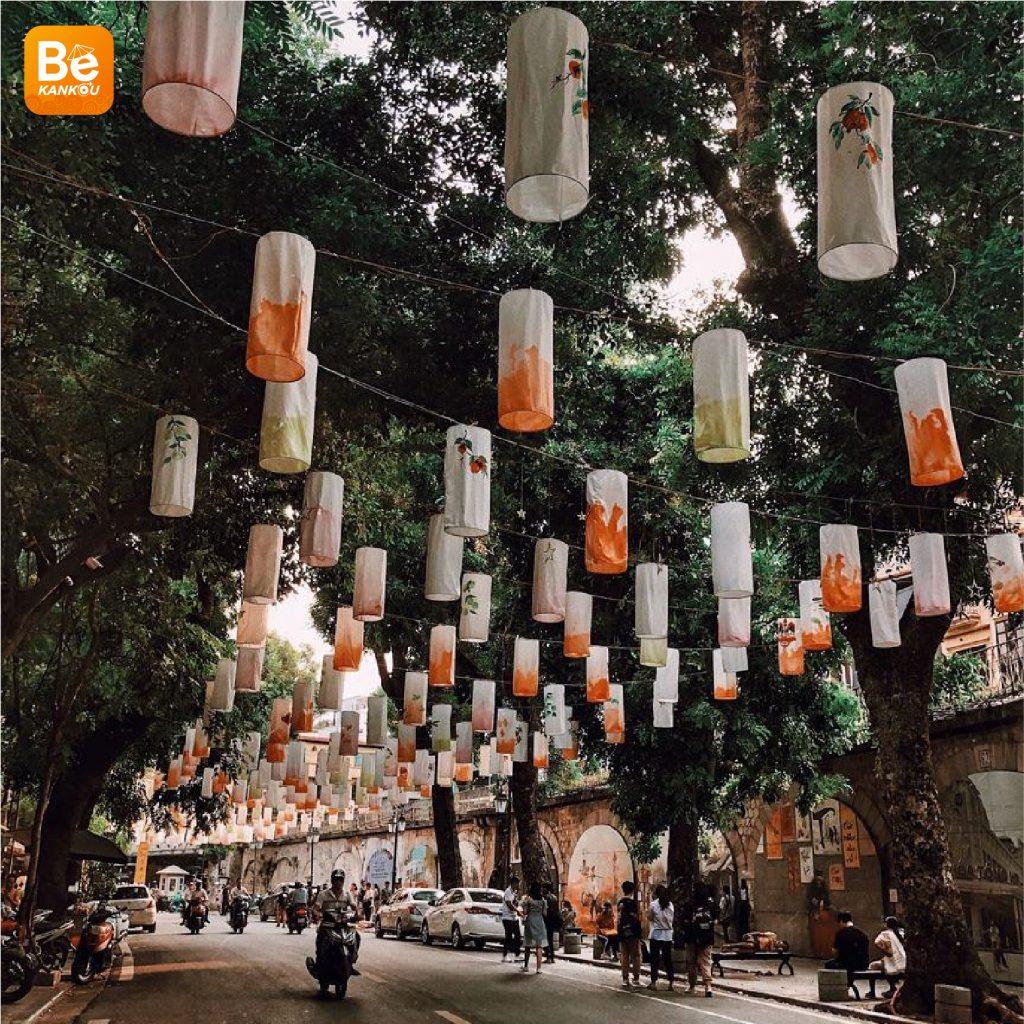 フンフン壁画の通り(Phung Hung Street)は、中秋節のランタンで眩しい01