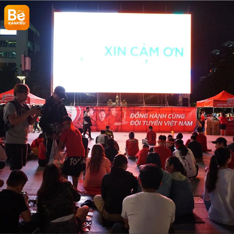 ベトナムにおける注目のイベント:9月5日の夜、NGUYEN HUE(グエンフエ)通りには、ベトナム対タイのサッカー試合を放送する大型スクリーン設置-01
