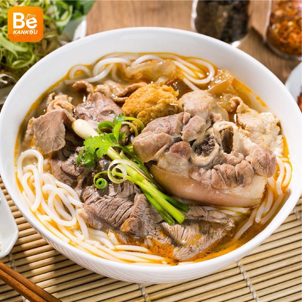 ベトナム観光時のおすすめ:フエにおける料理の楽園を発見:見逃せない食べ物7