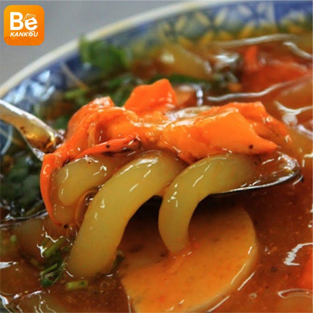 ベトナム観光時のおすすめ:フエにおける料理の楽園を発見:見逃せない食べ物4