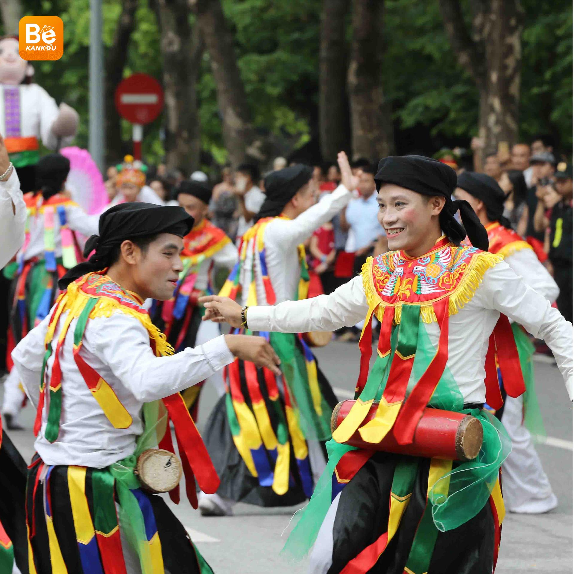 ハノイでの現代生活に最初の民俗祭