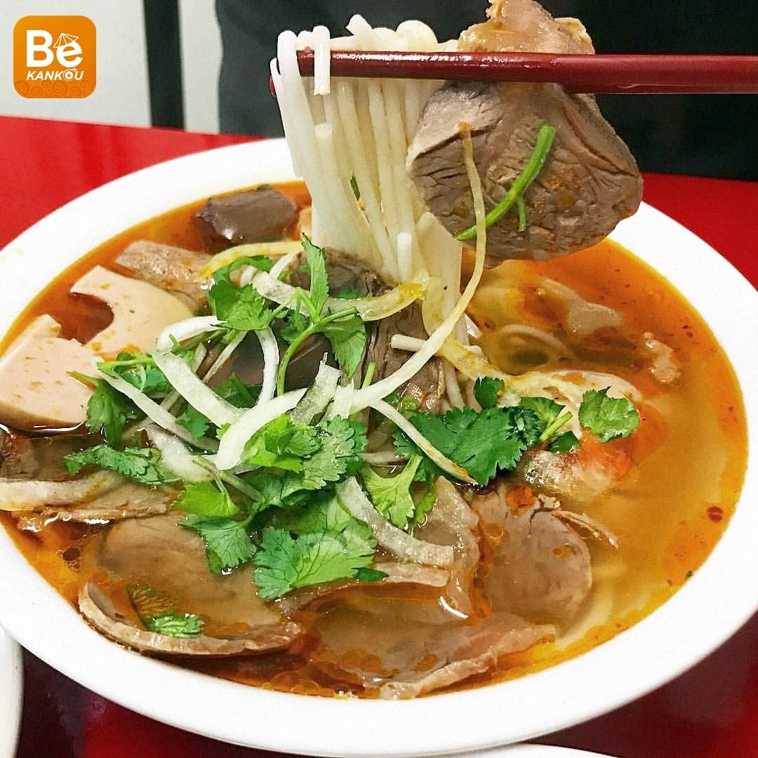 外国の新聞がを紹介するブンボーフエ(牛肉ピリ辛素麺)店10選