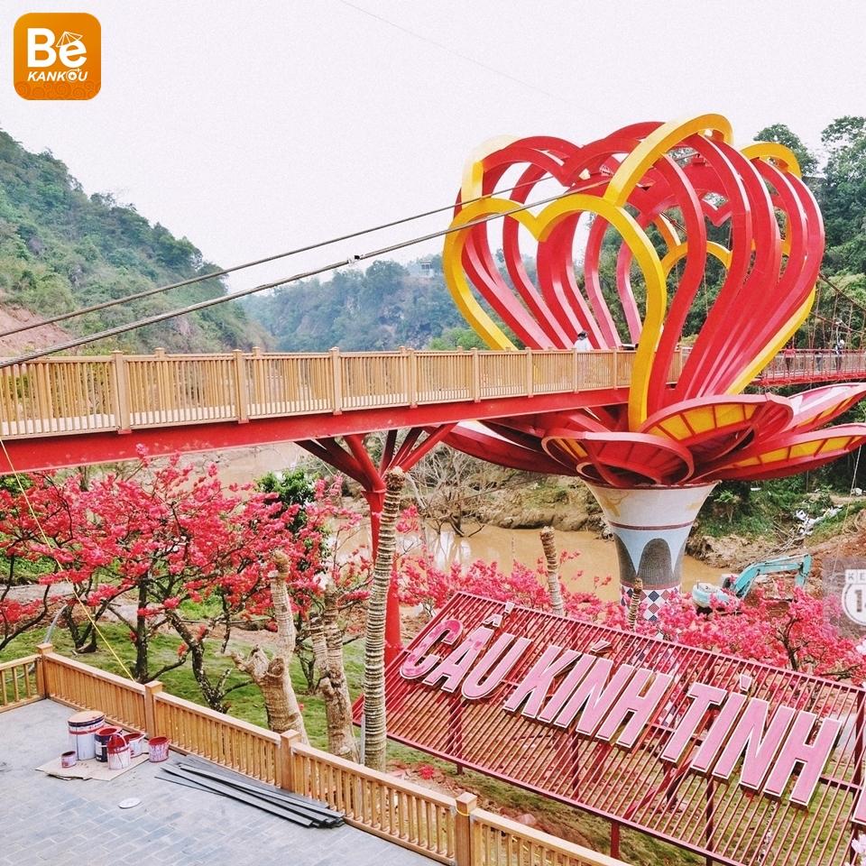 ベトナムで流行になっている2つのガラス橋